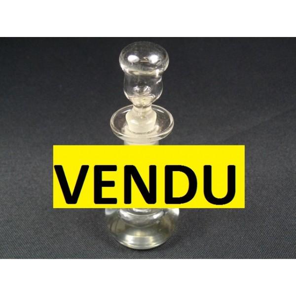 petit flacon parfum en verre moul brocante lestrouvaillesdecaroline. Black Bedroom Furniture Sets. Home Design Ideas