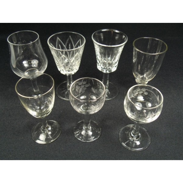 lot de 7 verres liqueur pied brocante. Black Bedroom Furniture Sets. Home Design Ideas