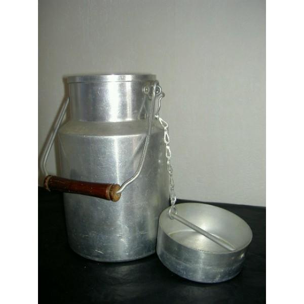 pot lait en aluminium tournus unis france brocante lestrouvaillesdecaroline. Black Bedroom Furniture Sets. Home Design Ideas