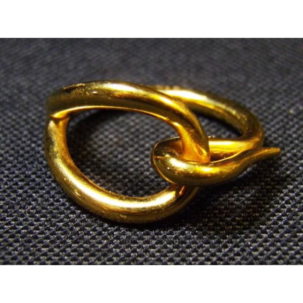 e5abb4fb01b9 Anneau de foulard en métal doré signé Hermès. Précédent. bijou · bijou ·  bijou · bijou ...