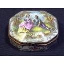 Boîte en porcelaine de Paris décor main de scène galante