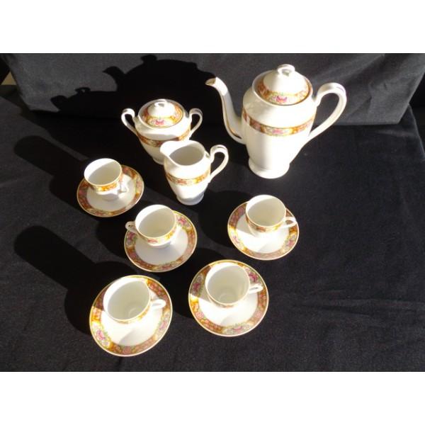 Les Vieilles Tasses De Cafe