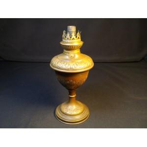 Ancien pied de lampe à pétrole en cuivre