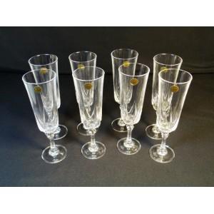8 flûtes en cristal d'Arques modèle Auteuil