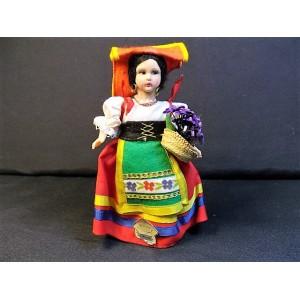 Poupée folklorique vendeuse de violette romaine vers 1950
