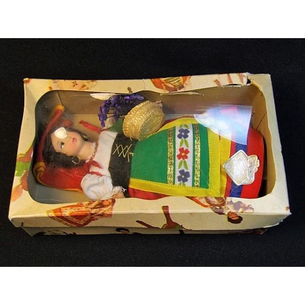 poupée folklorique ancienne