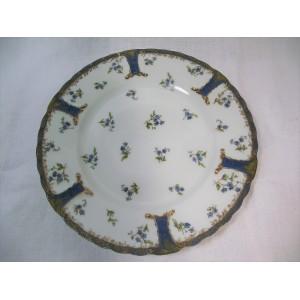 Assiette à bord chantourné en porcelaine Haviland à Limoges