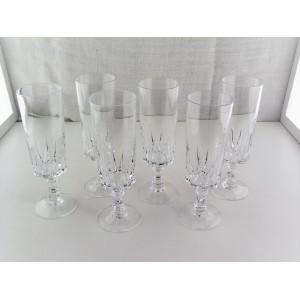 Série de 6 flûtes à champagne cristal d'Arques modèle Louvre