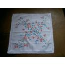 Mouchoir coton fleurs imprimées bordé de dentelle au crochet