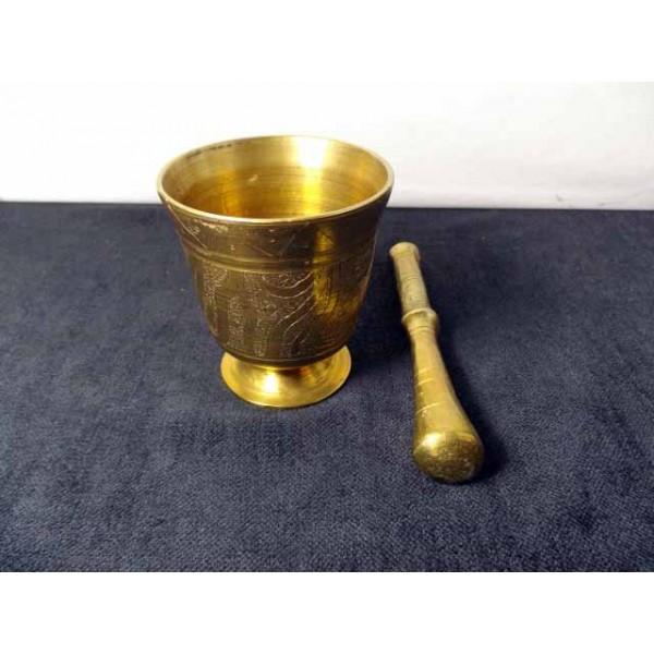 mortar and pestle made of bronze or brass massive brocante lestrouvaillesdecaroline. Black Bedroom Furniture Sets. Home Design Ideas