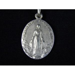 Médaille de communiant en argent avec sa chaîne
