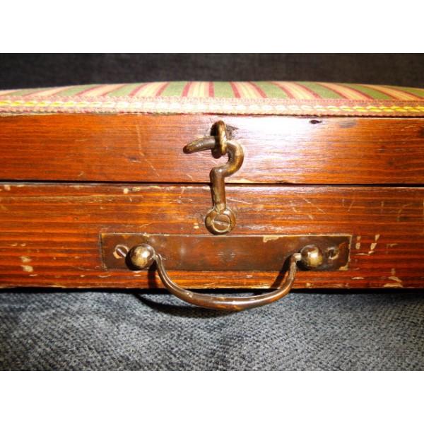 Petit coffret de bois rustique ancien pour couturi re for Couturiere en bois