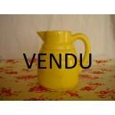 Pichet en céramique jaune craquelée