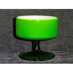 coupe sur pied en verre opalin vert vintage brocante lestrouvaillesdecaroline. Black Bedroom Furniture Sets. Home Design Ideas