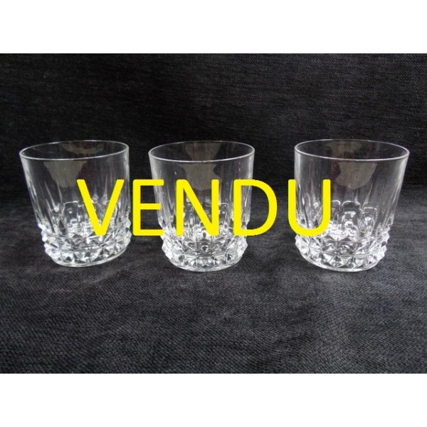 lot de 3 verres whisky en cristal d 39 arques brocante lestrouvaillesdecaroline. Black Bedroom Furniture Sets. Home Design Ideas